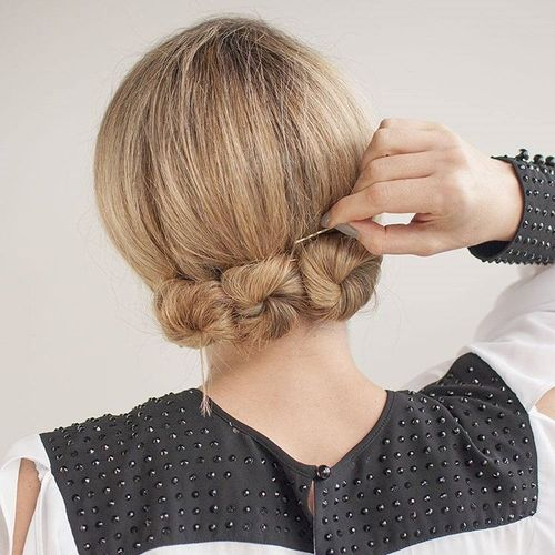 60 easy updos for medium length hair easy updos for medium hair to do yourself jolly bun updo hairstyle solutioingenieria Images