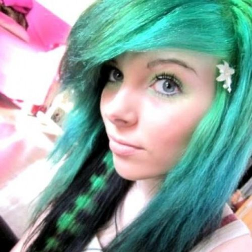 Bright emerald emo hairstyles for girls
