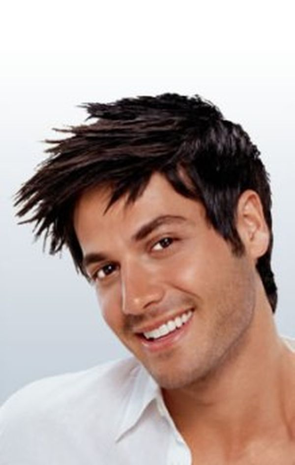 4 Side-oriented spikes on the thick hair