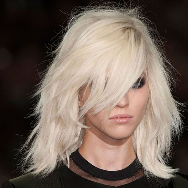 Ideas of short shaggy haircuts with bangs 3