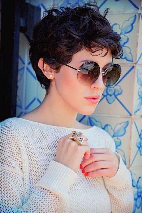 Best Easy Haircuts for Short Curly Hair 3