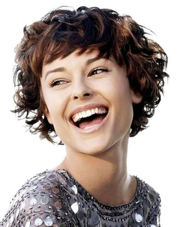 Chic Short Cuts for Women with Very Thick Curly Hair 1