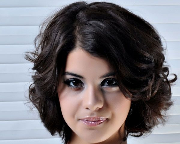 Chic Short Cuts for Women with Very Thick Curly Hair 2