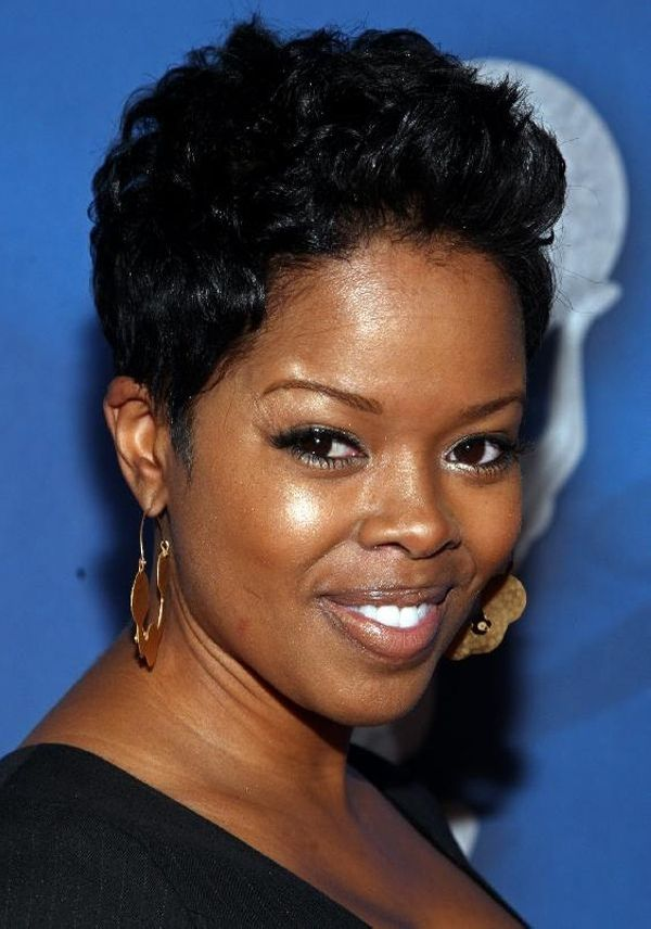 Cool Haircuts with Short Curls for Black Female 3