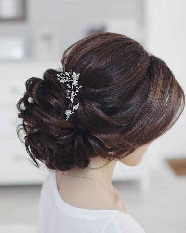Cute Formal Wedding Styles For Women With Long Hair 4