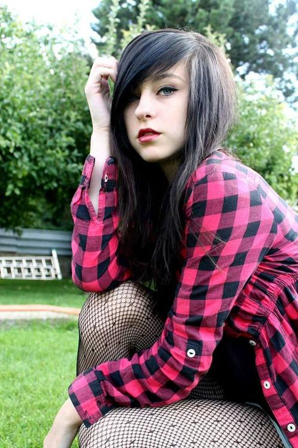 Cool black hair emo style for girls 1