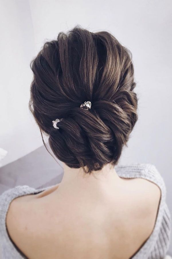 Formal hairstyles for long hair to wear at prom 1