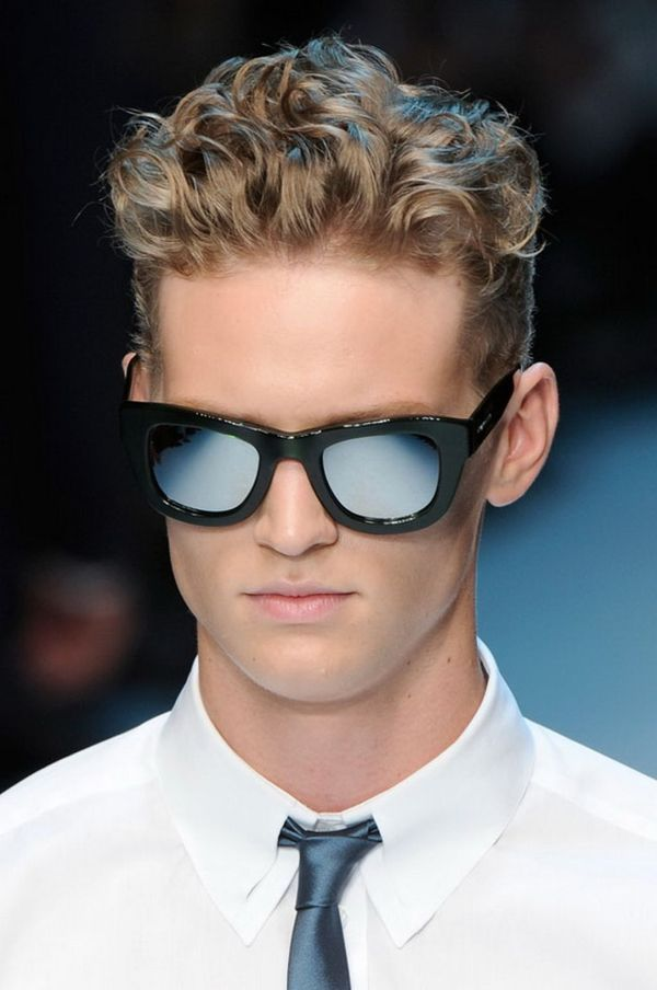 Modern hairstyles for men with thick curly hair 2