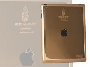 El Burj Al Arab en Dubai presenta sus nuevos iPads de oro.
