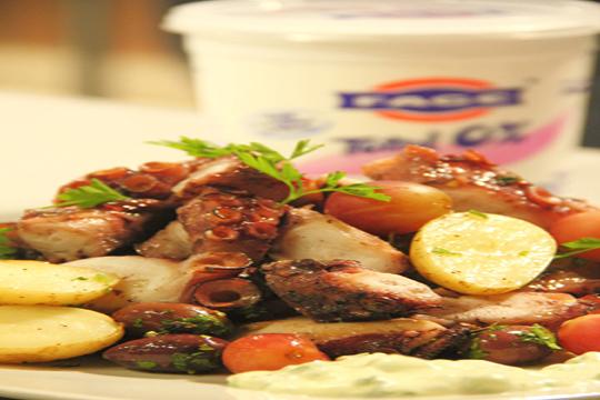 El yogurt griego que condimenta los alimentos de los dioses