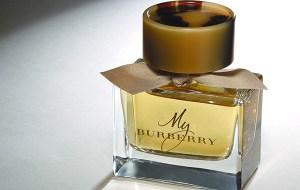 Burberry le rinde tributo al trenchcoat con una exclusiva esencia