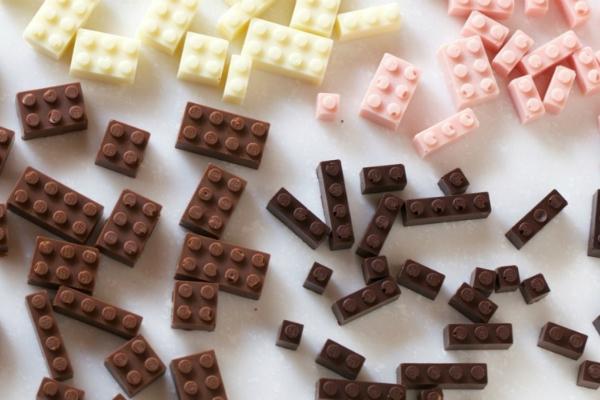 Juega con Legos de chocolate