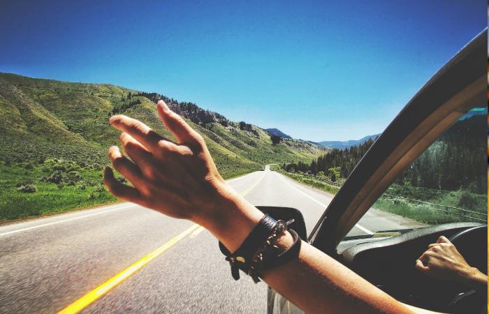 Si saldrás a carretera, esta es la mejor playlist para roadtrips