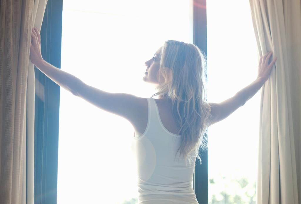 Los beneficios de estirarse al despertar