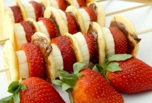 Tu nuevo desayuno: brochetas de hot cakes, fresas y Nutella