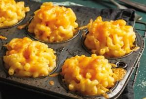 El snack perfecto para el fin de semana: muffins de mac & cheese