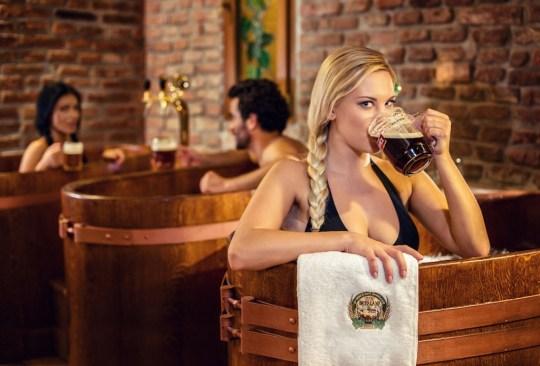 Los 9 tratamientos de spa más extraños del mundo - Spa-Cerveza-1-1024x694