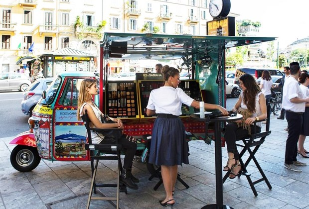 El make up de Dolce & Gabbana recorre las calles de Milán - dolce-gabbana-rickshaw-1024x694