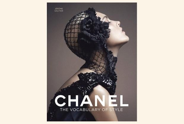 8 libros ideales para decorar tu mesa - chanel-the-vocabulary-1024x694