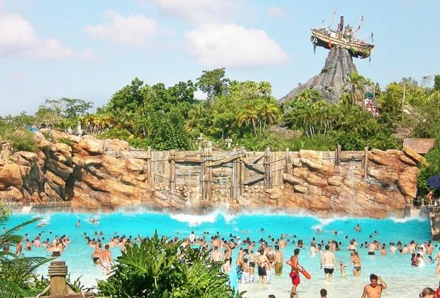 Los 5 parques acuáticos más increíbles del mundo - Disneys-Typhoon-Lagoon-1024x694