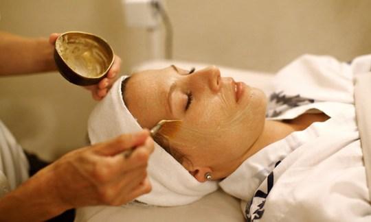 Los 9 tratamientos de spa más extraños del mundo - facial-pajaro
