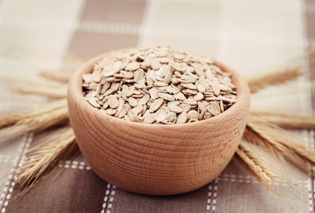 Los 6 mejores granos y legumbres que deben tener en la alacena - 1-avena-1024x694