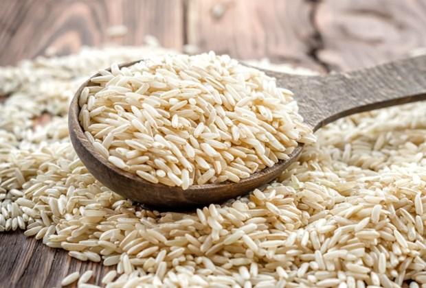8 alimentos con carbohidratos que DEBES comer - arrozintegral-1024x694