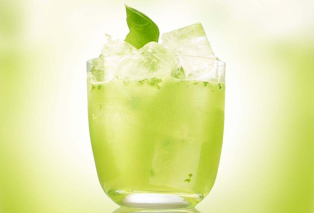 Dale la bienvenida al otoño con un Hendrick's Gin Basil Smash