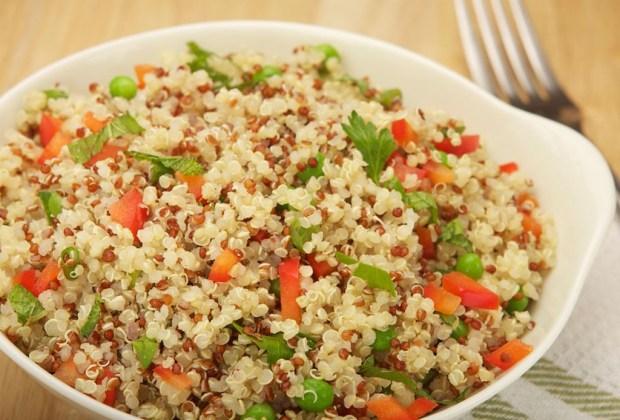 8 alimentos con carbohidratos que DEBES comer - quinoa-1024x694