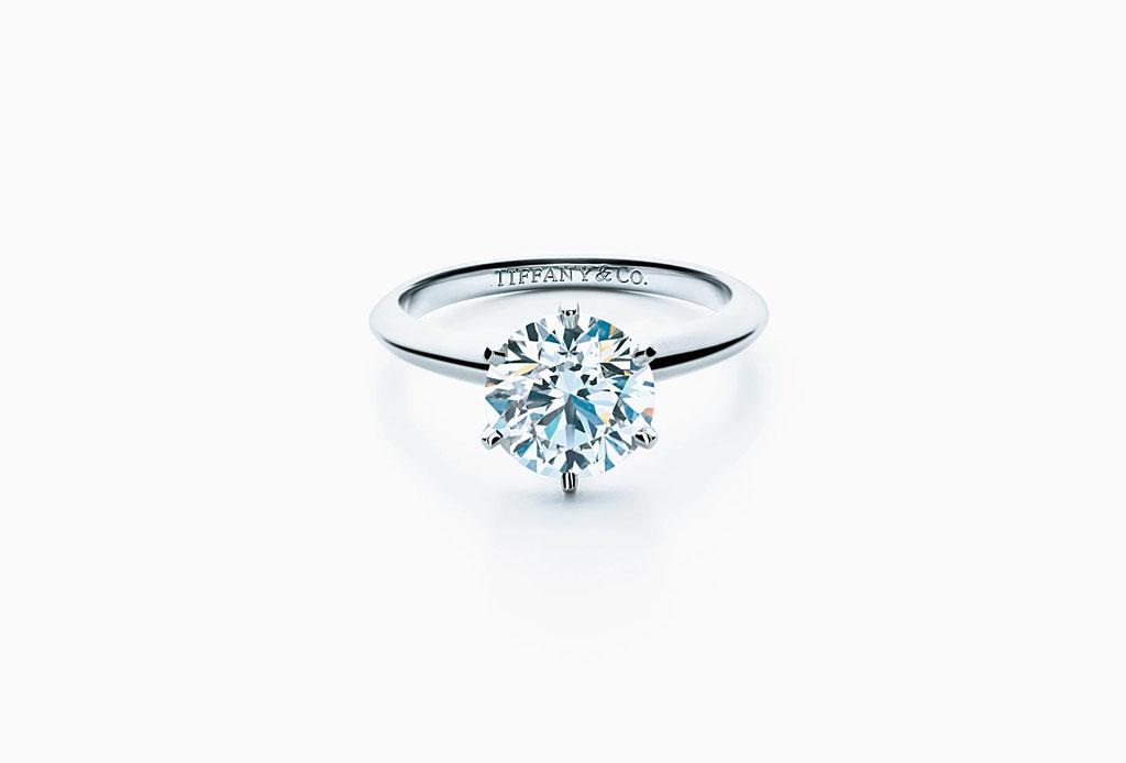 eab332274d45 Entre los diamantes que la joyería ofrece para los anillos de compromiso