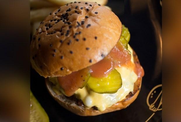 Los mejores restaurantes en la CDMX con servicio a domicilio - wlb-hamburguesa-1024x694