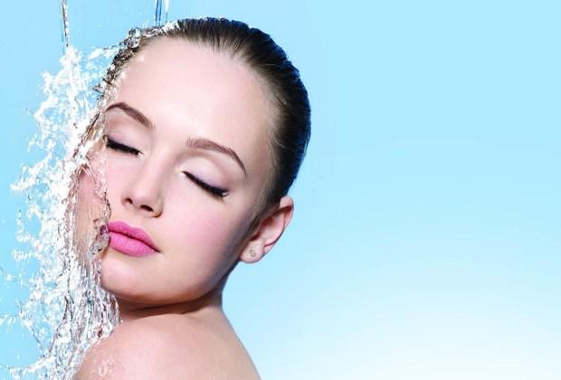 5 errores de belleza que cometes al bañarte y no lo sabías - regadera-maquillada-1024x694