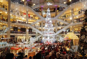 Miranda Kerr diseñó el árbol de Navidad más grande de Asia