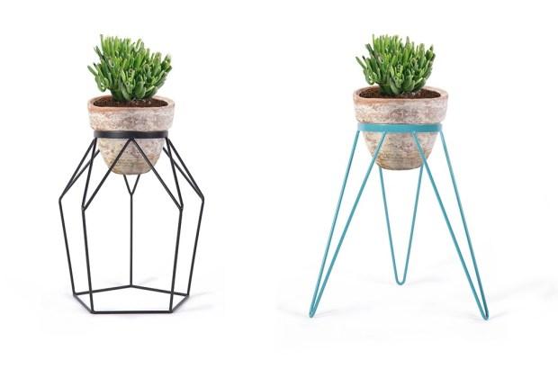 5 ideas para almacenar tus plantas con mucho estilo - 2335-macetero-t3-negro-1024x694