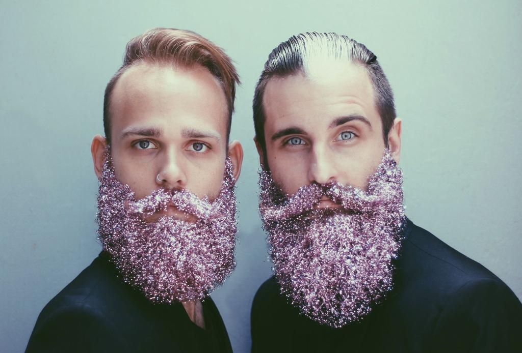 ¿Cejas con glitter? Lo nuevo en maquillaje - barbas-con-glitter