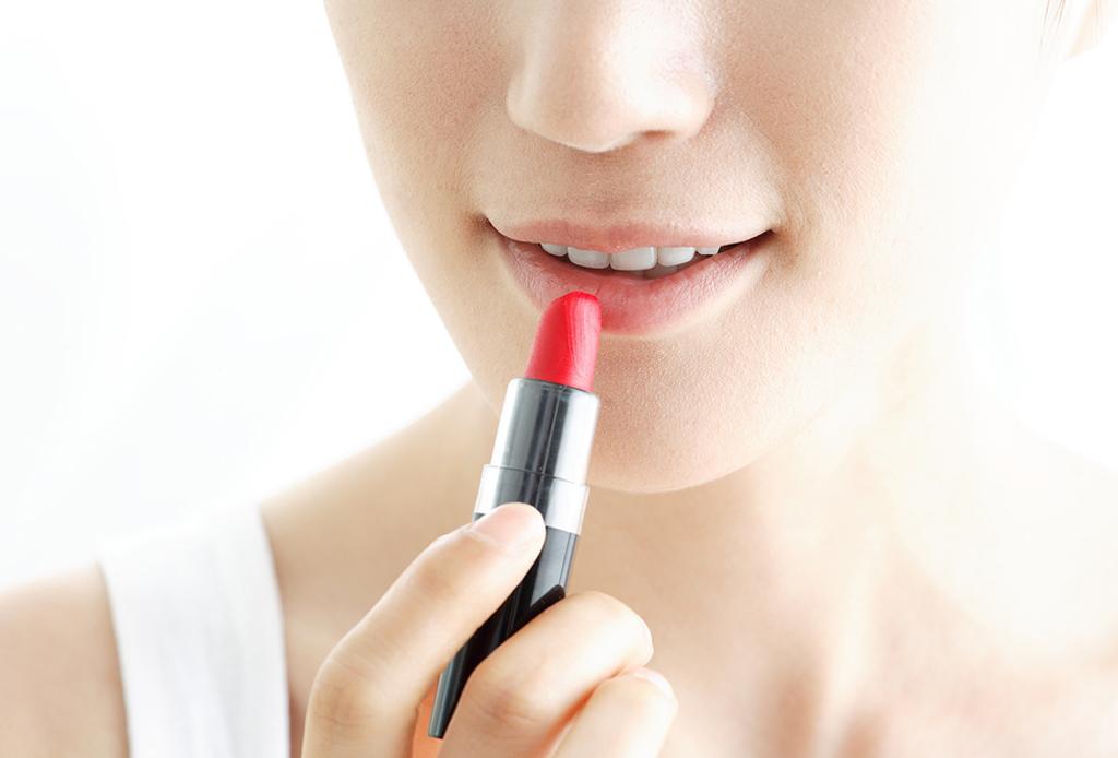 6 trucos de maquillaje para esconder los estragos de la fiesta - maquillaje-cruda-6