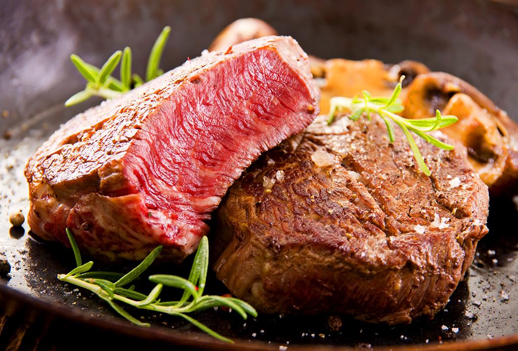 Alimentos que pueden ayudarte a lograr un sueño más profundo (gracias al GABA) - carne-rica-1024x694