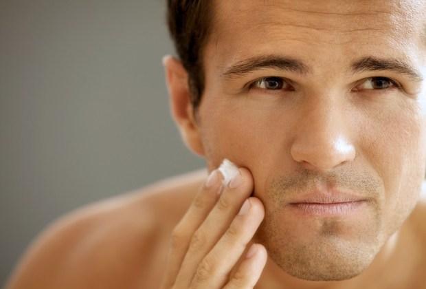 8 productos que jamás deben faltar en el baño de un hombre - crema-facial-hombres-1024x694