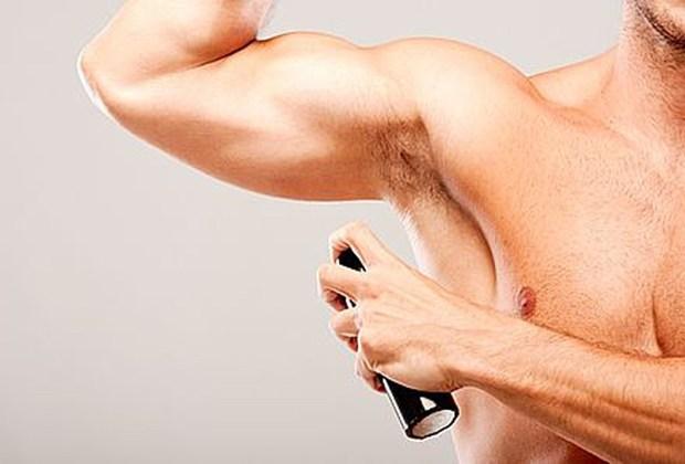 8 productos que jamás deben faltar en el baño de un hombre - desodorante-1024x694