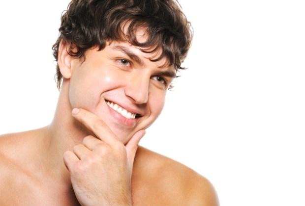8 productos que jamás deben faltar en el baño de un hombre - locion-post-afeitado-1024x694