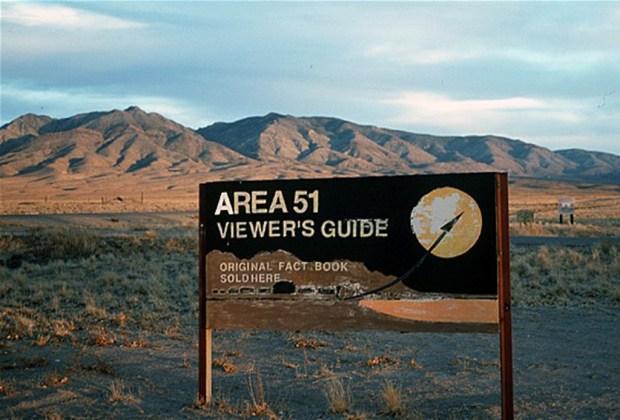 5 enigmáticos destinos a los que es ilegal viajar - area-51-2-1024x694