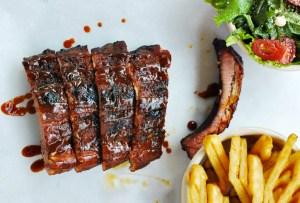 8 restaurantes en donde te fascinará ver el Super Bowl