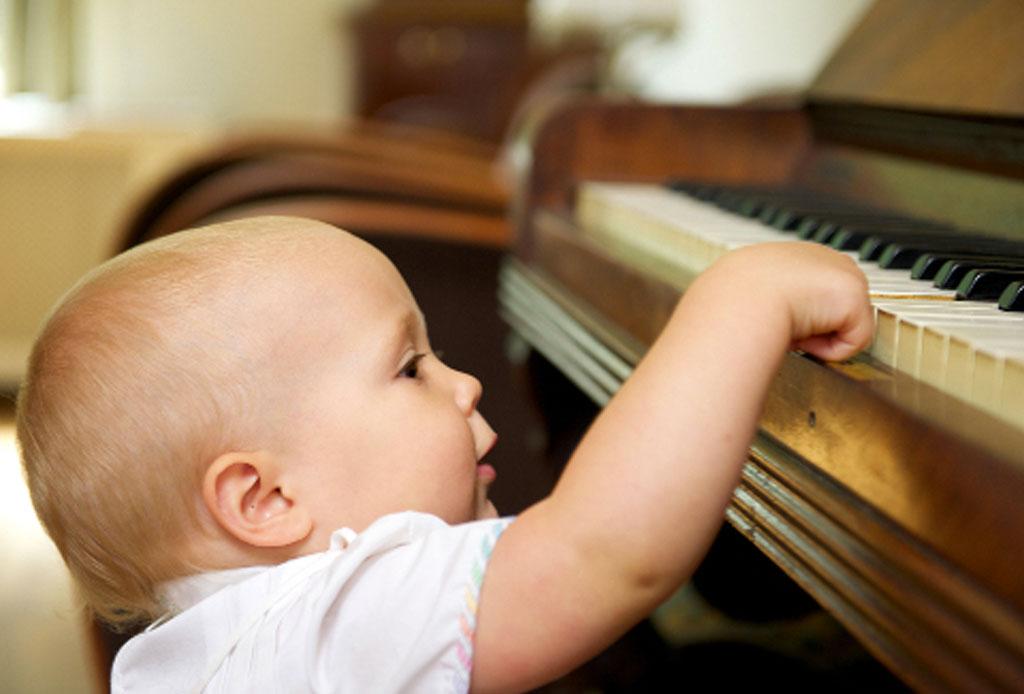 Los 10 beneficios de escuchar música durante el embarazo - musica-bebe-9