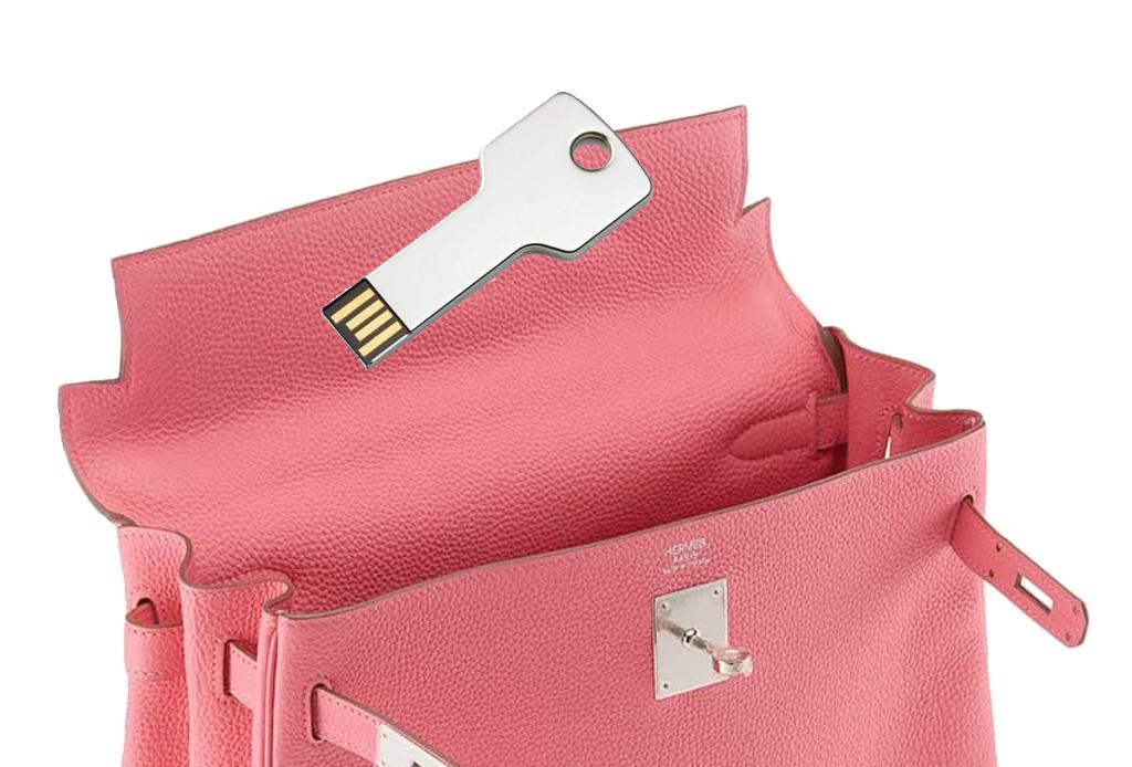 Los 6 gadgets esenciales que NUNCA deben faltar en tu bolso - gadget-bolsa-5