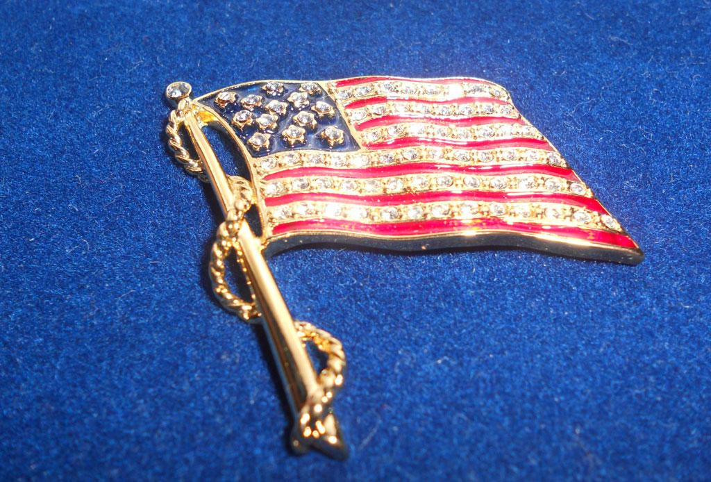 El estilo de Jackie Kennedy a través de sus joyas - bandera-jackie-o