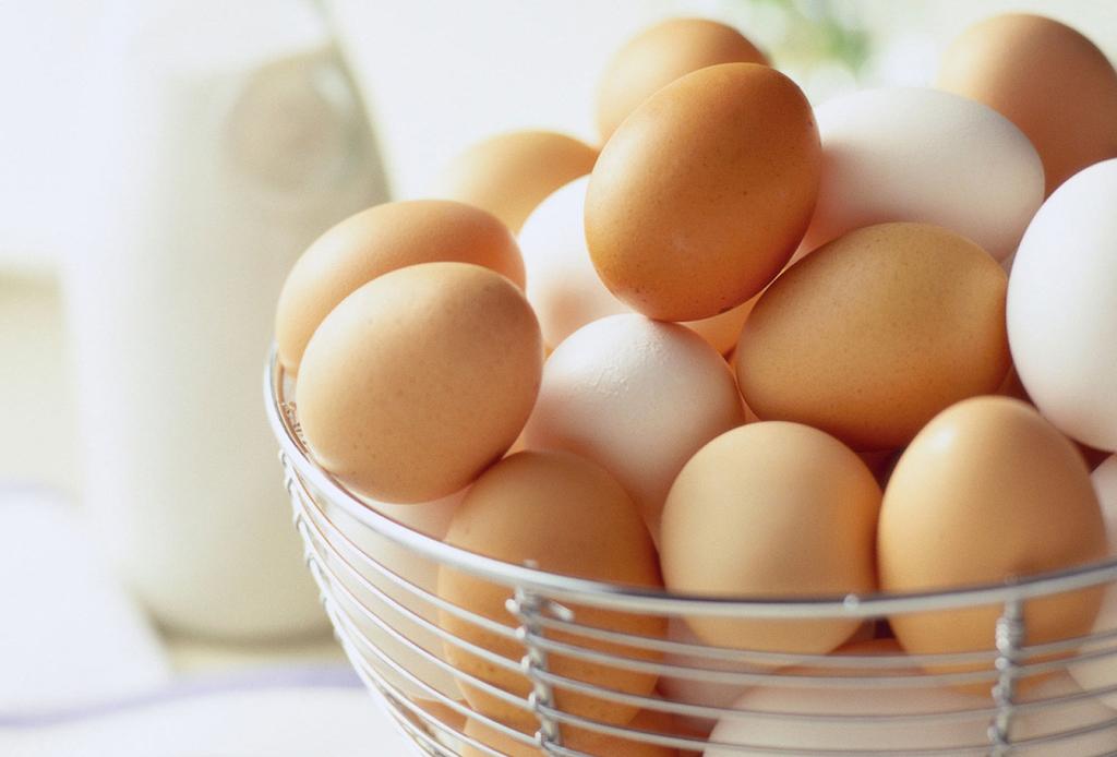 5 life hacks para activar tu serotonina, la hormona de la felicidad - huevos-1024x694