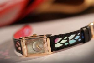 Los diseños de Christian Louboutin llegaron a los relojes de Jaeger-LeCoultre
