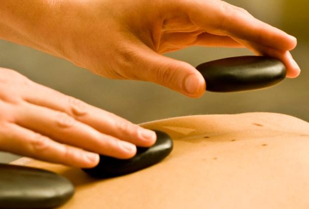 7 razones para hacerte un masaje con piedras calientes - mejores-masajes-con-piedras-calientes-ciudad-de-mexico-df-3-1024x694