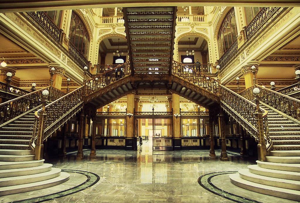 42 lugares para un inolvidable tour arquitectónico por la CDMX - palacio-correos