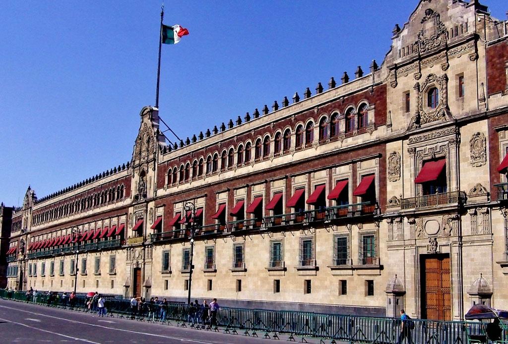 42 lugares para un inolvidable tour arquitectónico por la CDMX - palacio-nacional
